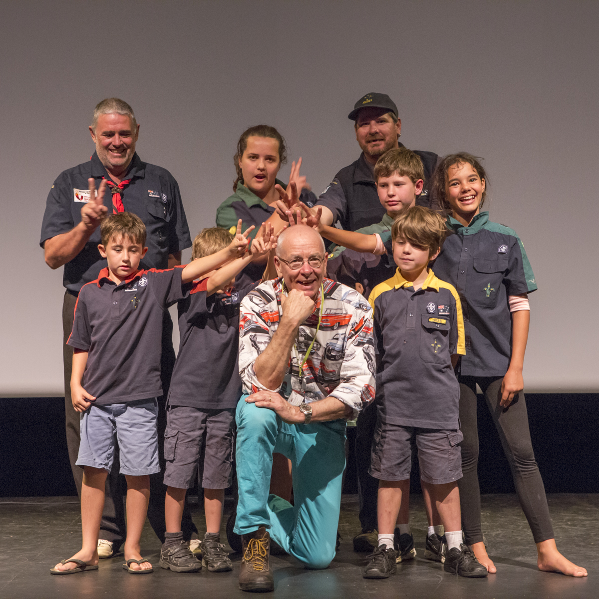 Carnarvon Scouts with Dr Karl.