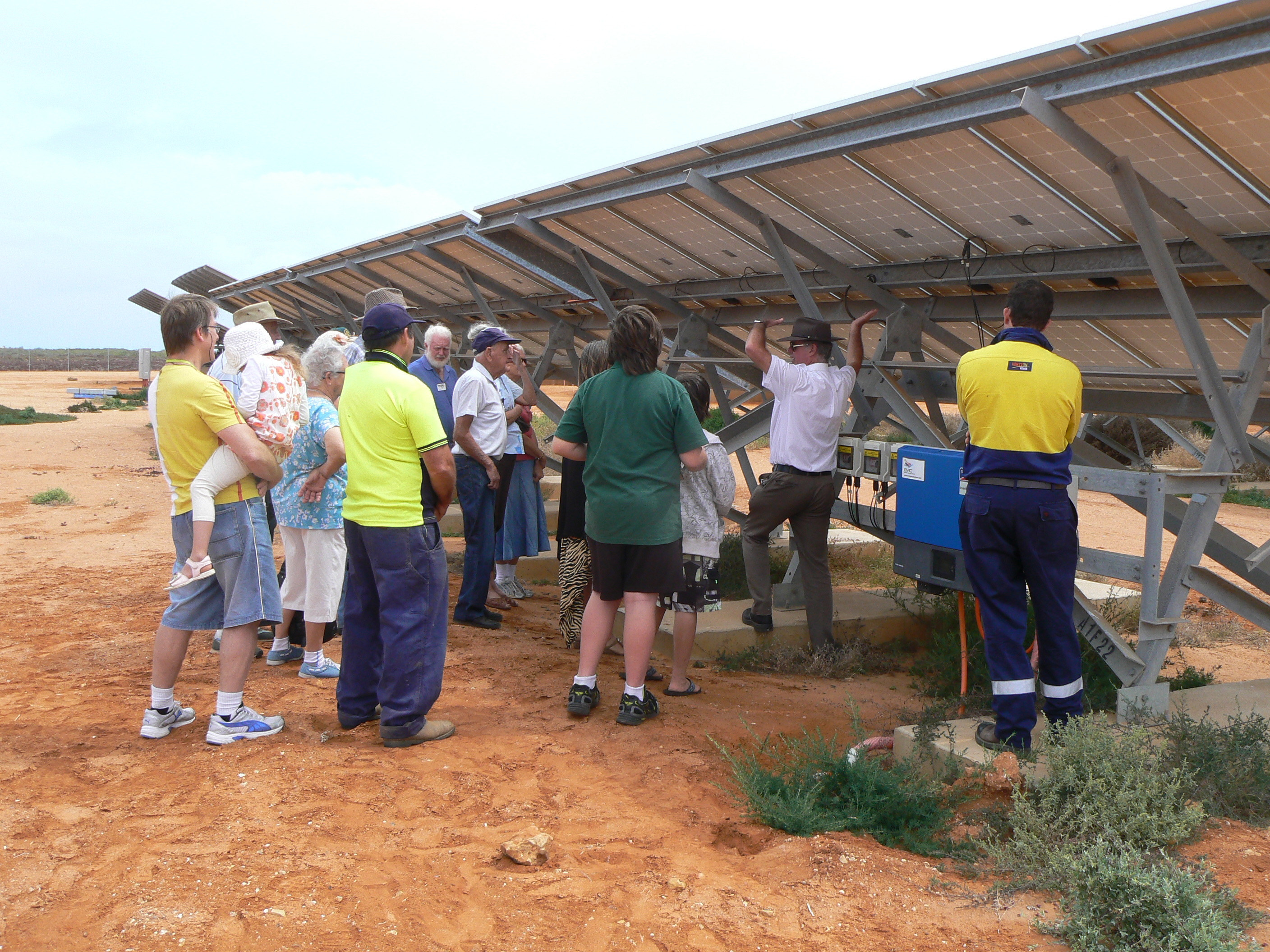 The ASPIRE2013 Horizon Power tour at the EMC Solar Farm.